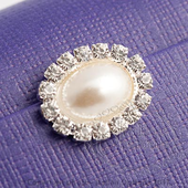 10 pearl oval with diamante decoration