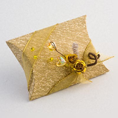 Ivory and Gold Pillow / Pouch Favour Boxes